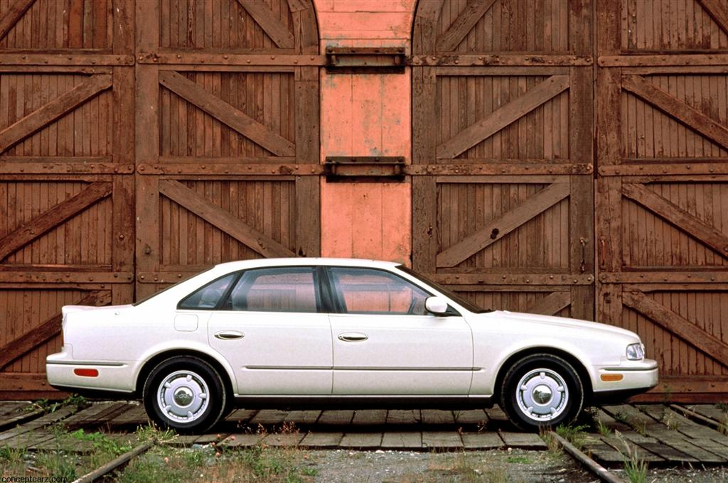 1990-Infiniti-Q45-Sedan-Image-03-1024